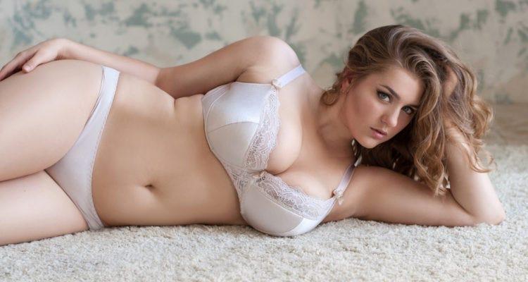 Les hommes aiment les femmes rondes au lit